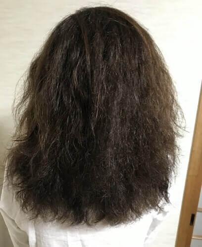パサパサ広がるくせ毛