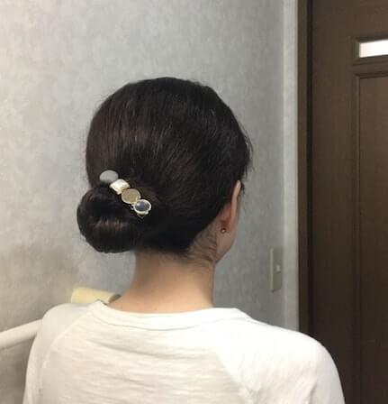お団子ヘアにしたくせ毛
