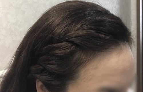 編み込みしている前髪