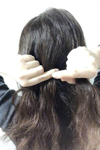 取った髪の毛を3つに分ける