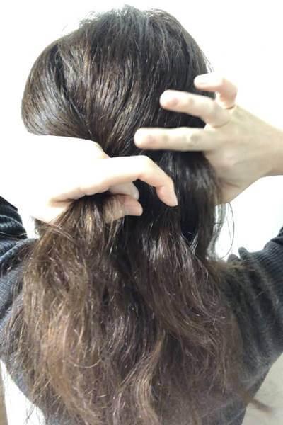 右の髪の毛を少し取ったところ