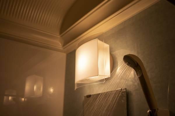 夜のシャワー室